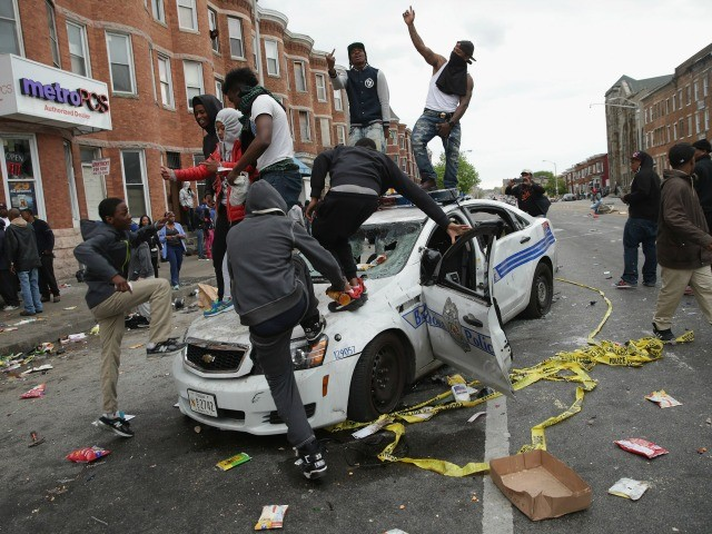 Baltimore riot police car afp 640x480